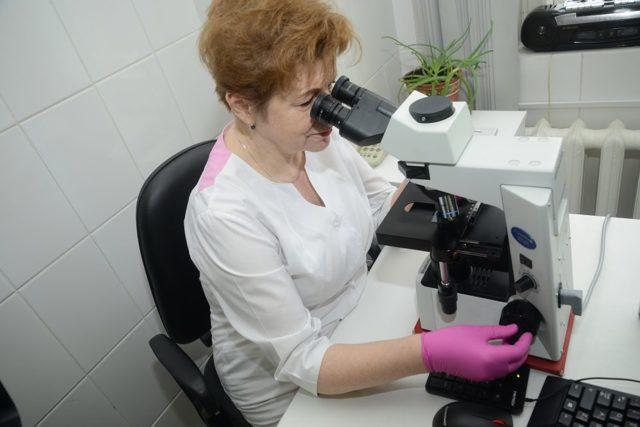 Доктор в лаборатории
